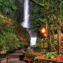 Autumn at Multnomah Falls in the Columbia River Gorge near Portland, Oregon, USA