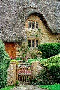 Thatched cottage in the Cotswolds, Gloucestershire, England
