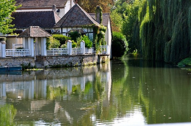 Living by the water in France
