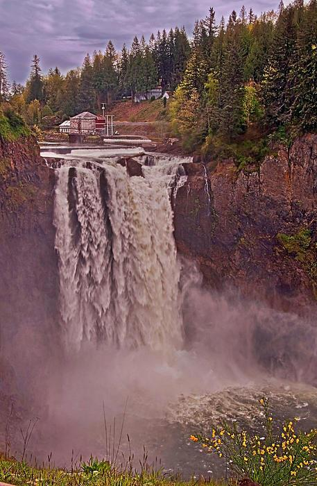 Snoqualmie Falls in Spring, Washington, USA