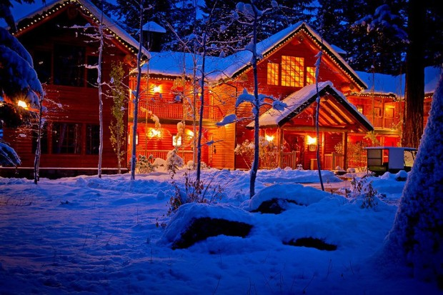 Snowy Night , The Suttle lake lodge ,Oregon , USA