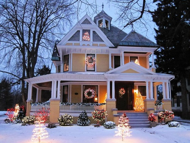 Victorian House Christmas, Pontiac , Illinois , USA