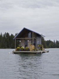 Floating cabin in Perry Creek, on the island of Vinalhaven, Maine, USA