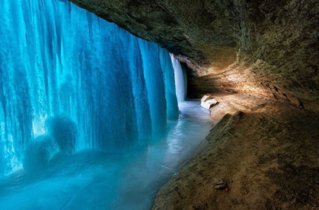 Frozen Falls , Minnehaha Falls , Minneapolis , USA