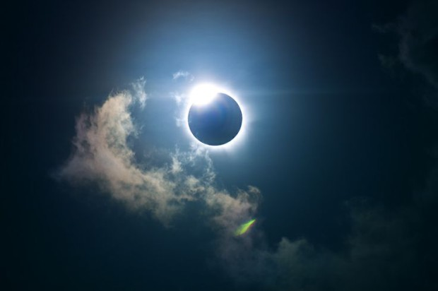 Total Eclipse Solar, Holloway Beach, Cairns, Australia