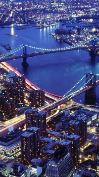 The Hudson River with the Brooklyn Bridge on the right, and the Manhattan bridge on the left, New York City, USA
